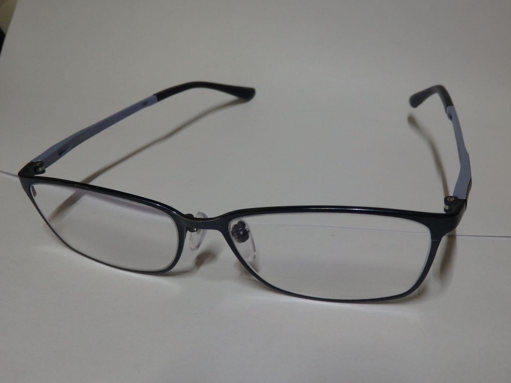 老眼鏡を使おう。老眼鏡で老眼は進まない!