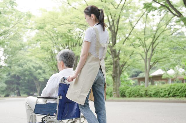 介護サービスは介護認定を受けないと利用できない。本人に拒否されたら何もできないのが日本の現状